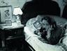 Erich Salomon, Marlene Dietrich telefoniert aus Hollywood mit ihrer Tochter in Berlin.
