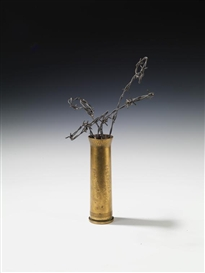 Artwork by Ed & Nancy Reddin Kienholz, Ohne Titel, Made of Brass, barbed wire and synthetic resin