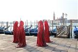 contemporary-art-biennale-show-project-venice-pablic-art-illuminations-manfred-kielnhofer sculpture