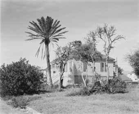 Artwork by Frank Gohlke, House - Galveston, Texas, 1978, Made of gelatin silver print