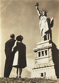 Artwork by Lou Stoumen, Looking at the Statue of Liberty, 1939, Made of Gelatin silver print