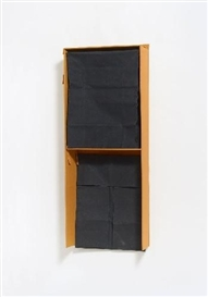 Artwork by Franz Erhard Walther, ÜBER HAUPT (OCKER SCHWARZ SCHWARZ), Made of colored cotton cloth supported by wood and foldaway