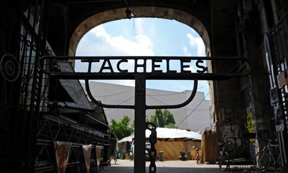 Tacheles Sign