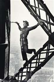 Artwork by Marc Riboud, Le peintre de la tour Eiffel, Made of Gelatin silver print