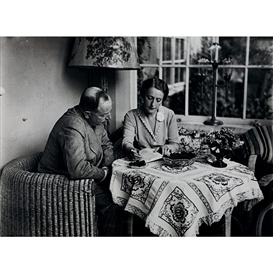 Artwork by Erich Salomon, Henny Porten and her husband Dr. Wilhelm von Kaufmann, Made of Vintage silver print
