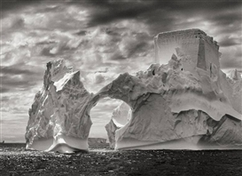 Sebastião Salgado, ANTARCTICA (ICEBERG BETWEEN PAULET AND SHETLAND ISLANDS)