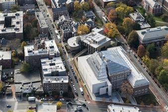 "Renzo Piano's ""Light Machine"": The Harvard Art Museums Reopen"