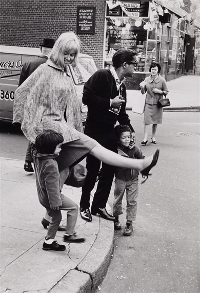 McCombe Leonard | Sammy Davis Jr  with His Wife and Children (1964