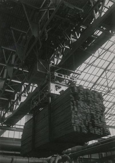 Zwart Piet | Intérieur d\'usine : pont roulant (1930) | MutualArt