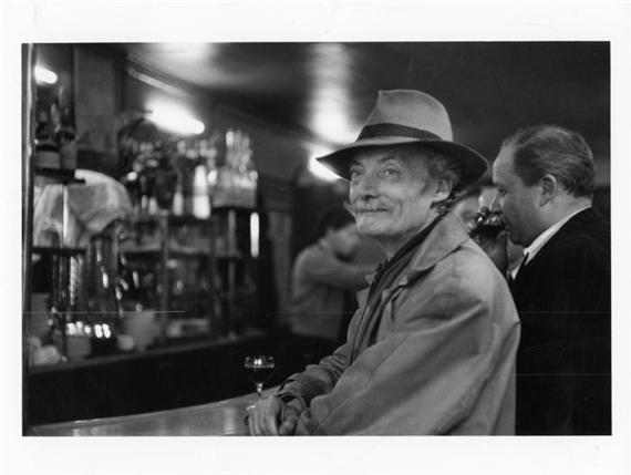 newest new concept 100% authentic Doisneau Robert | Homme a chapeau dans un bar | MutualArt