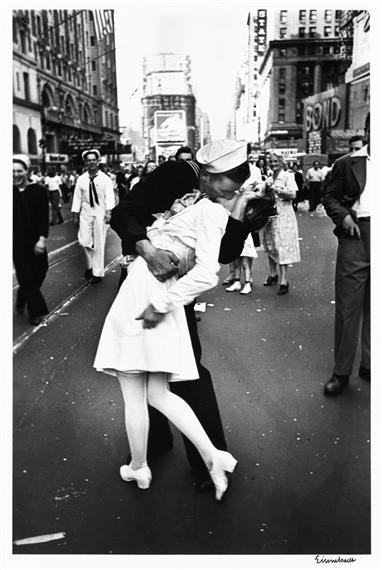 eisenstaedt alfred v j day kiss times square new york city