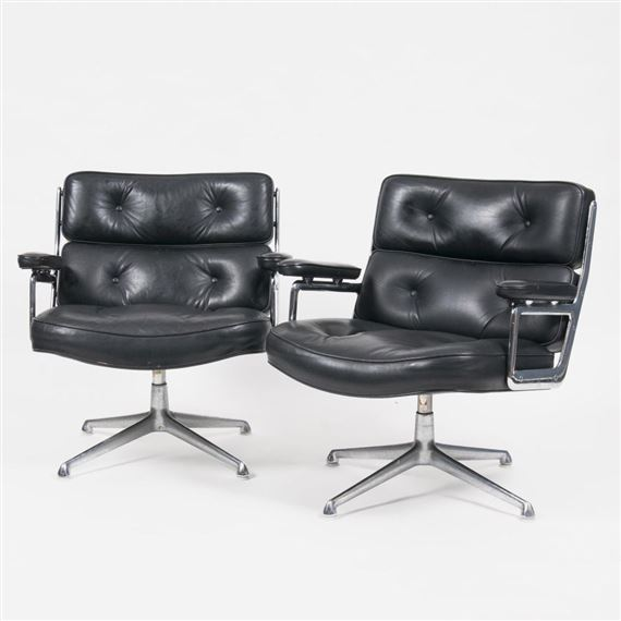 A Set Of 3 Vintage Lobby Chairs, 1960. Black Leather Cushions