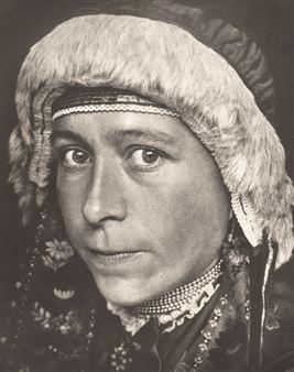 Lendvai-Dircksen Erna | Portrait of a Dutch woman in traditional