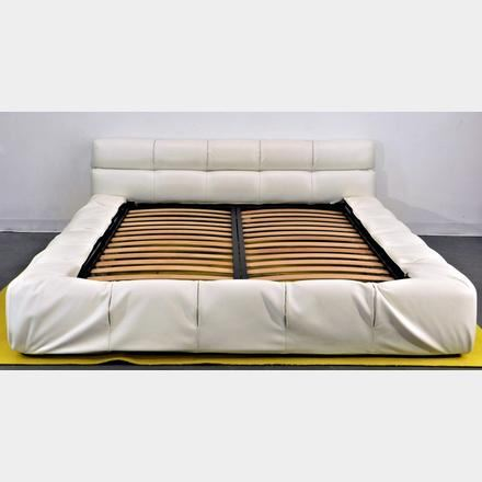 Urquiola Patricia B And B Italia Maxalto White Tufty Bed